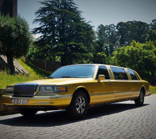 Limousine Dourada Ford Lincoln Towcar I